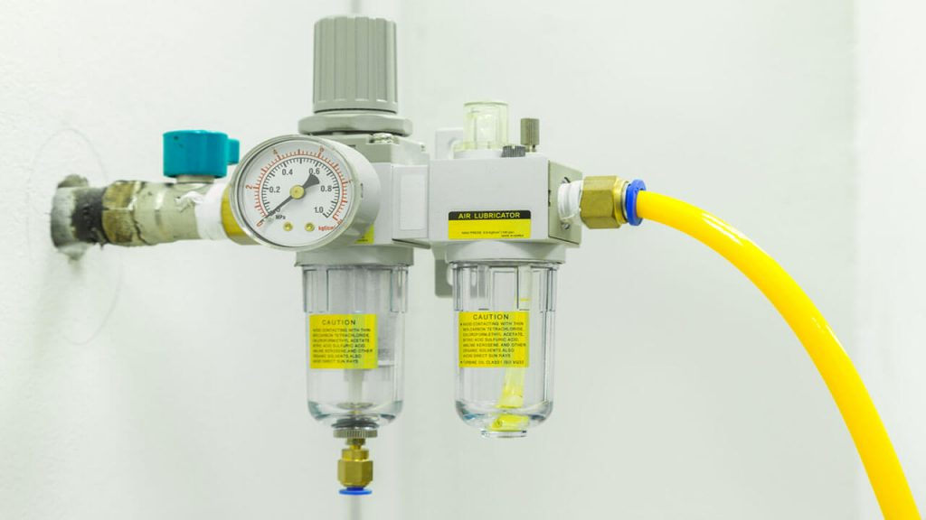 inline water separator for compressed air
